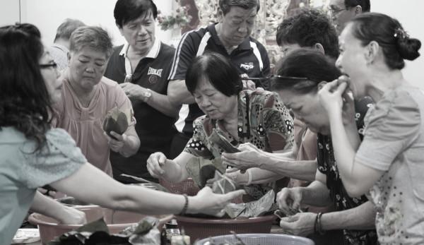 端午节 - 绑粽子